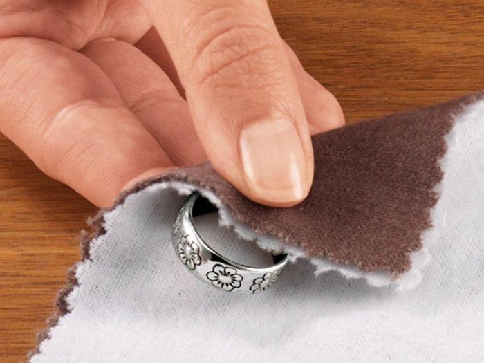 очистка серебра чернением
