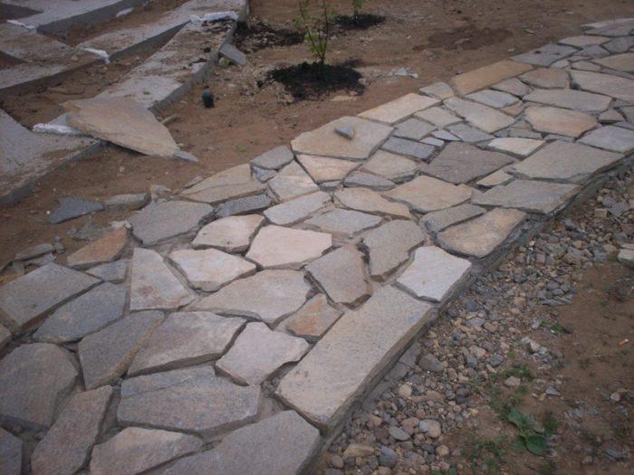 Дорожка из природного камня