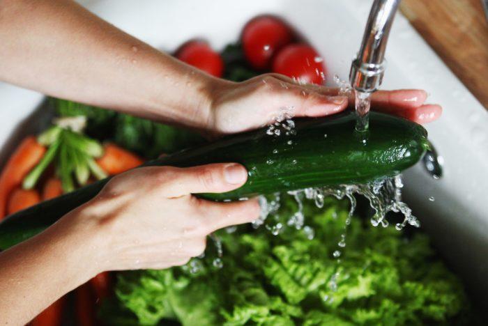 Чистка овощей металлической губкой