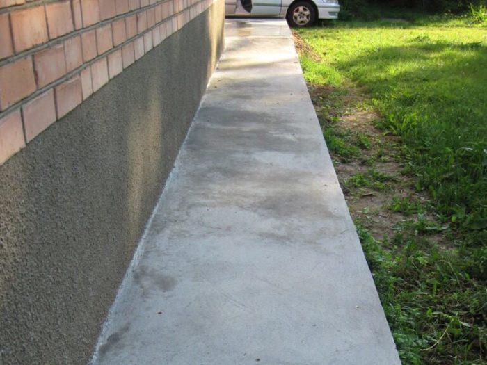 Изготовление отмостки вокруг дома из бетона