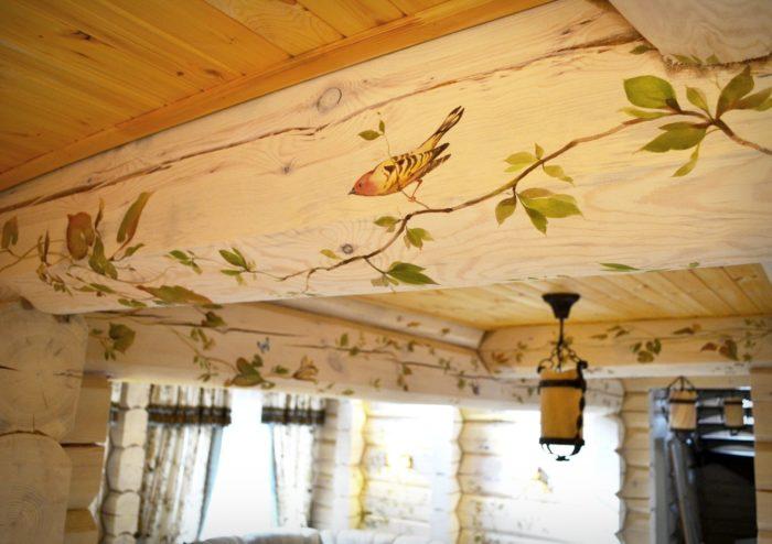 Красивая отделка деревянного потолка
