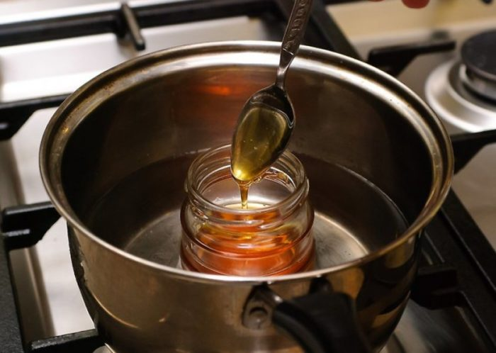 нельзя греть мед в микроволновке