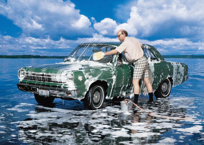 Помыл автомобиль у водоема