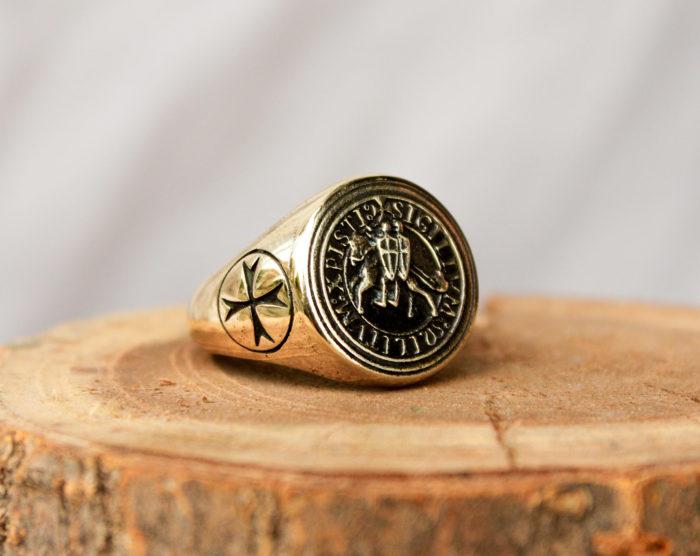 рыцарское кольцо с печатью