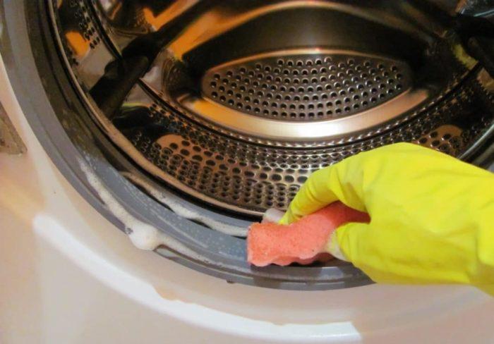 чистим резинку стиральной машинки от плесени