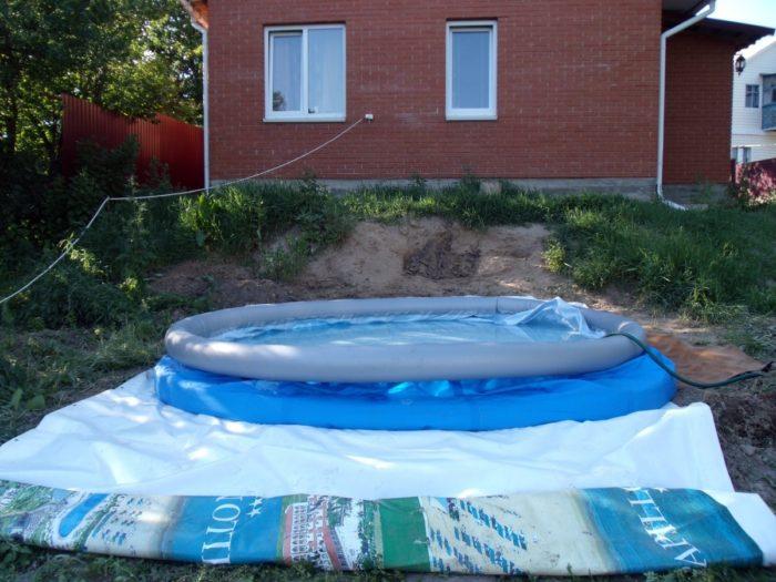 Установка надувного бассейна