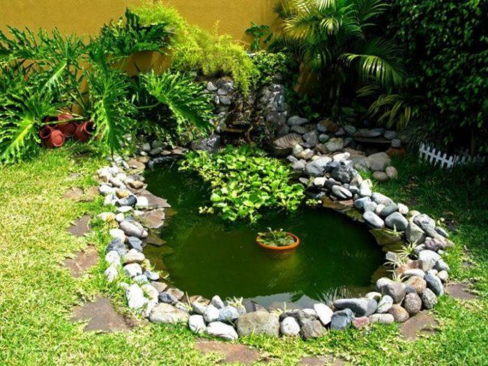 укрепление берега пруда камнями