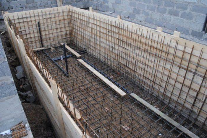 опалубка для бассейна из бетона