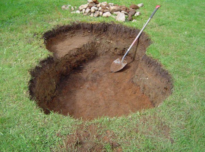 роем яму для пруда