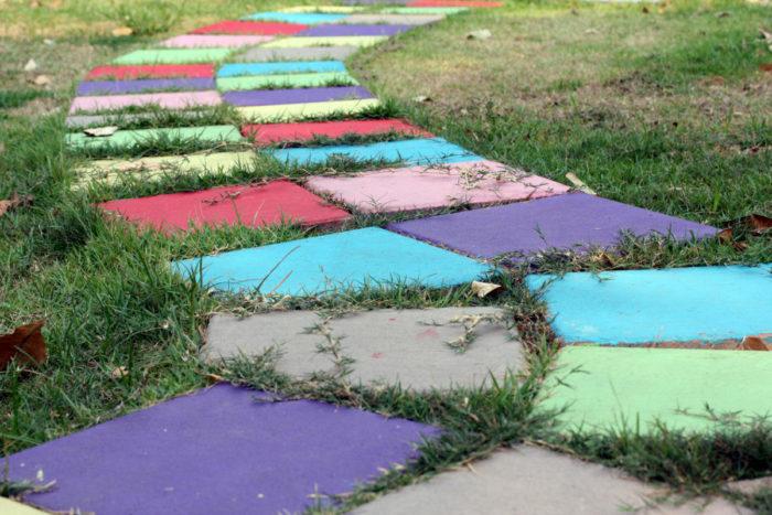 цветная дорожка на даче