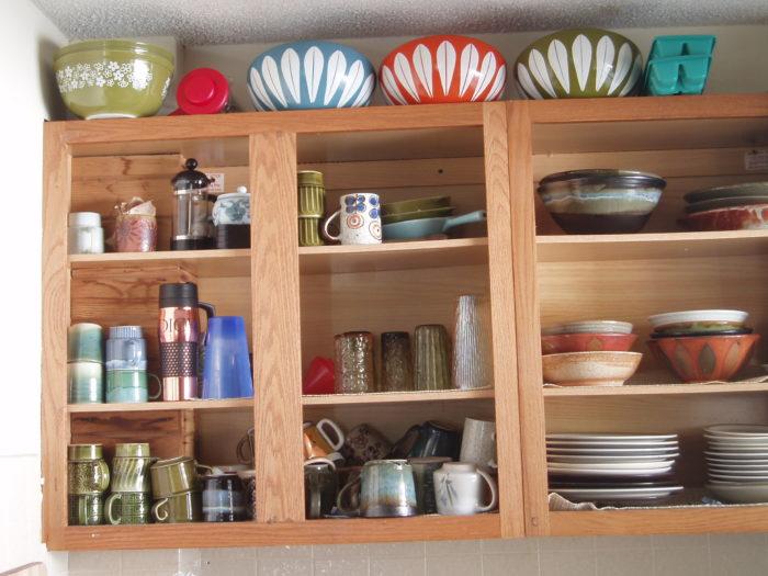 лишняя посуда в шкафчиках