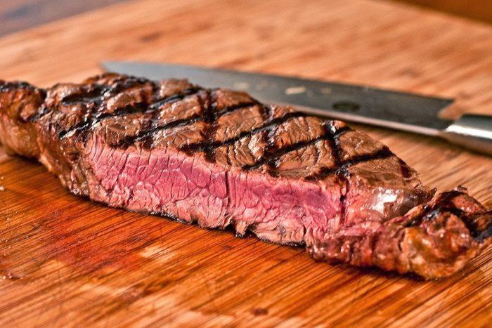 нарезка мяса на стейки