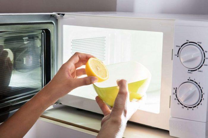 чистим микроволновку лимоном