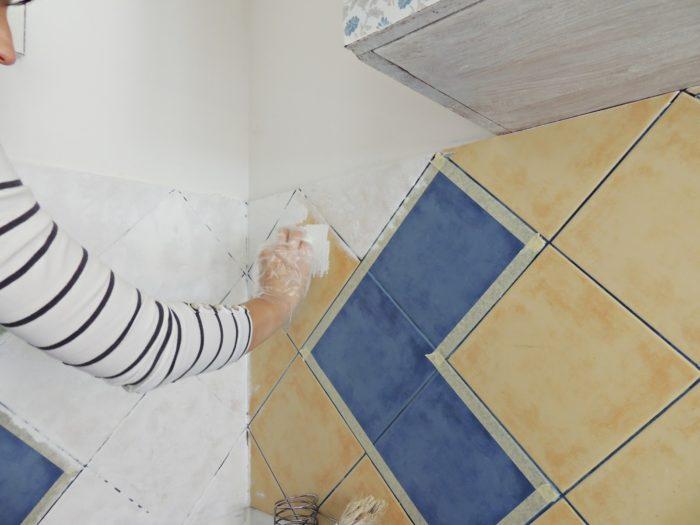 как обновить плитку в ванной не меняя ее