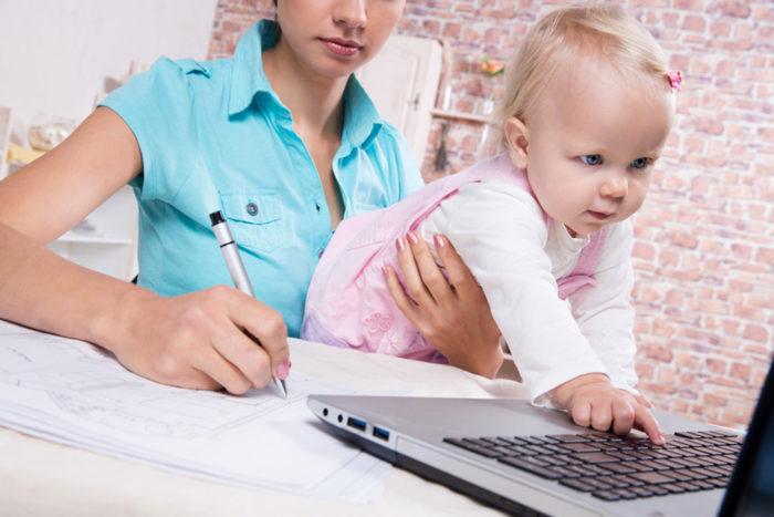 Где искать работу женщине с ребенком