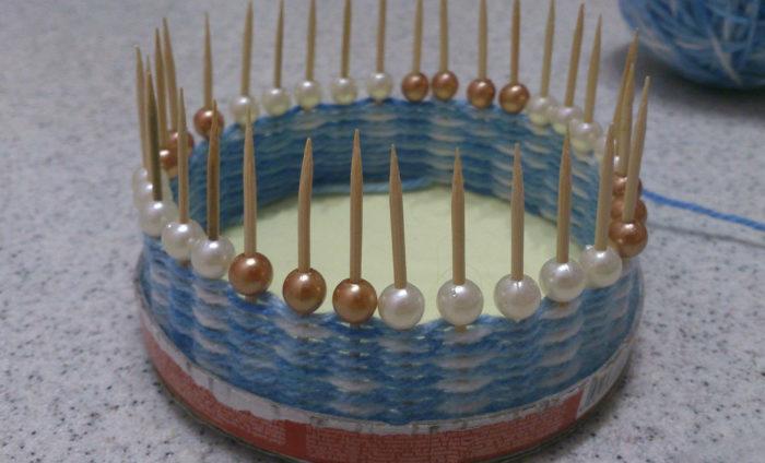 Плетение маленькой корзинки на зубочистках