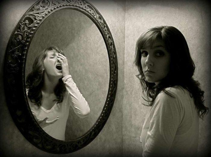 как избежать негативных последствий перед зеркалом