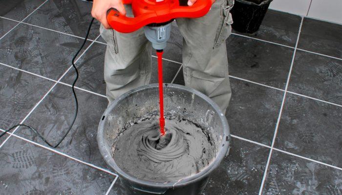 готовим клей для плитки