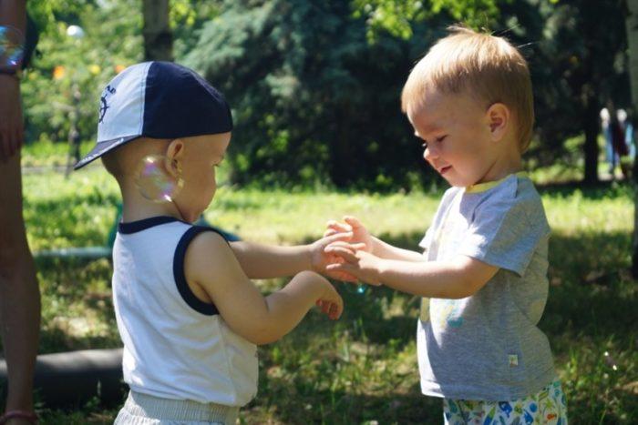 прививайте ребенку социальные навыки