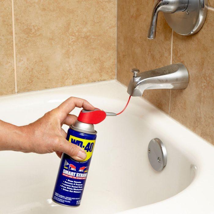 чистим сантехнику в ванной