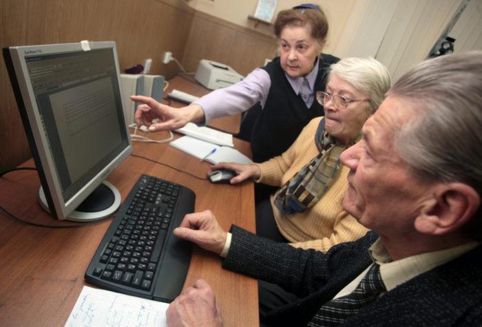 Где искать работу пенсионерам