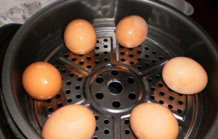 Варим яйцо в мультиварке