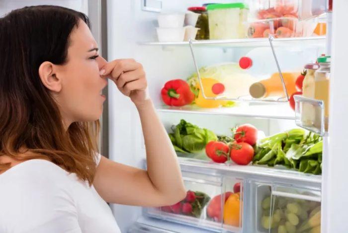 как убрать неприятный запах в холодильнике