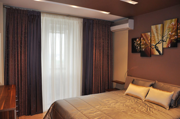 массивные шторы в спальне