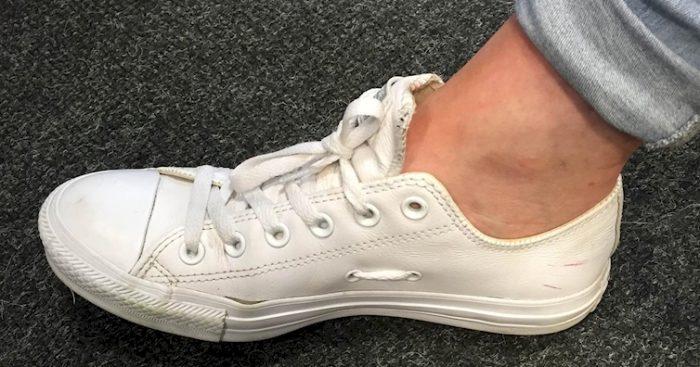 дырки на подошве кросовок