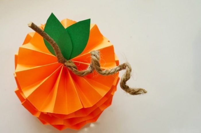 Объемные фрукты из цветной бумаги