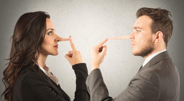 руки у лица когда говорят неправду