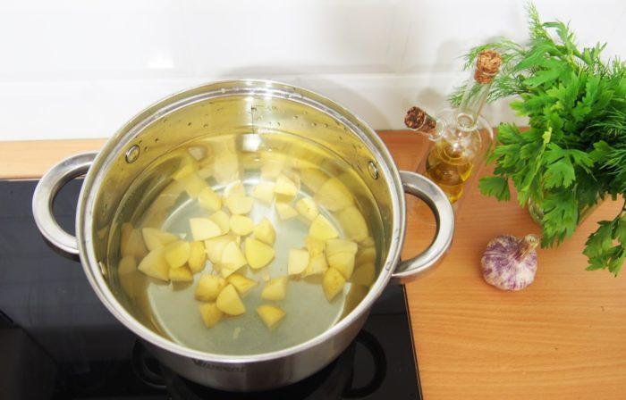 Сколько варить картофель для супа