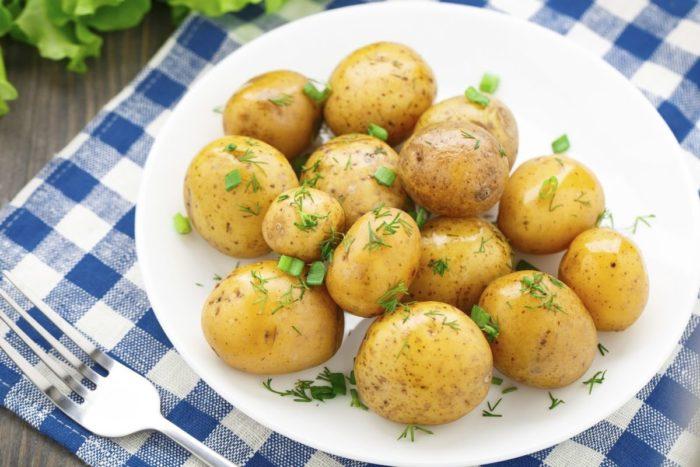 Как варить молодую картошку в мундире