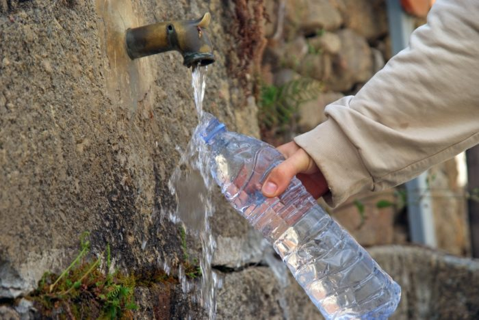 откуда берут воду в бутылках