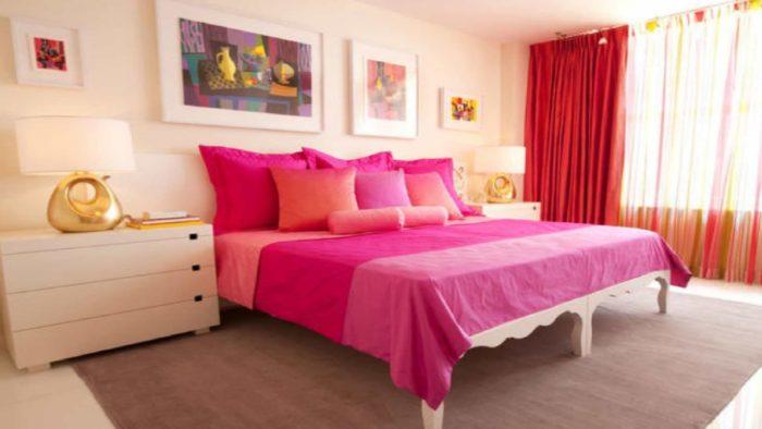 яркие тона в спальне