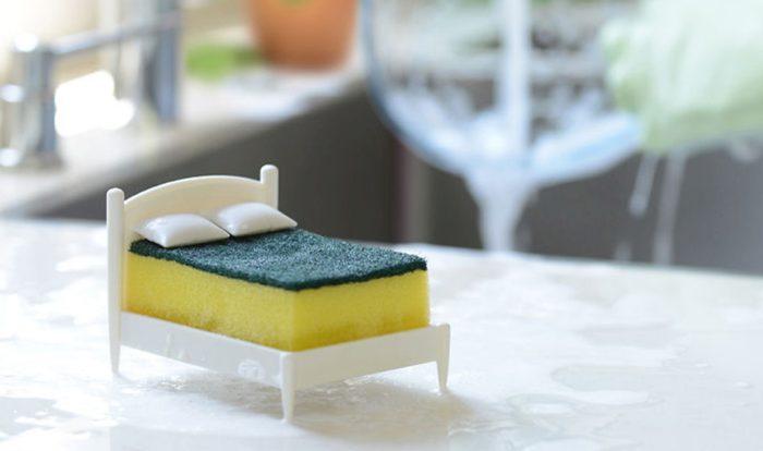 Необычное применение кухонной губки в быту