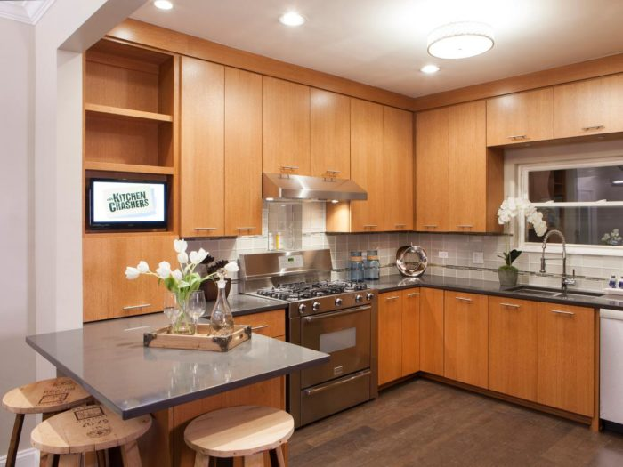 Мебель на кухне до потолка
