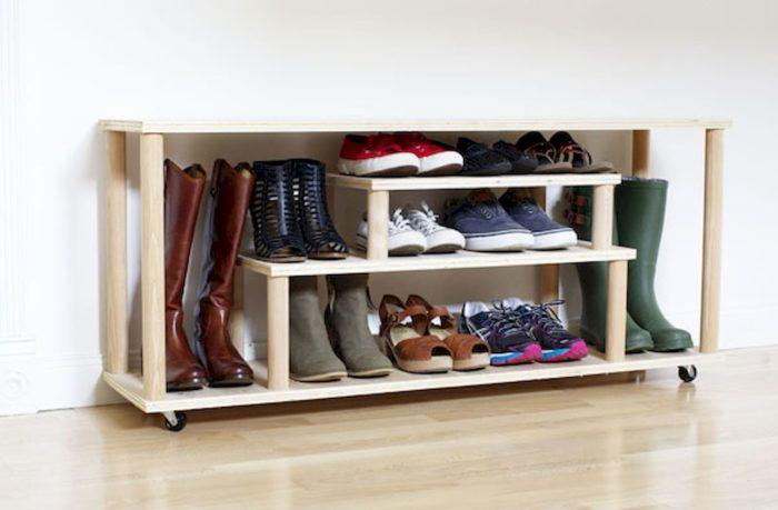 Обувница в виде полок разной высоты