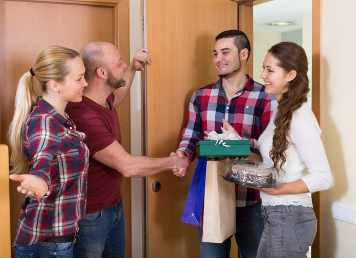 как правильно принимать гостей
