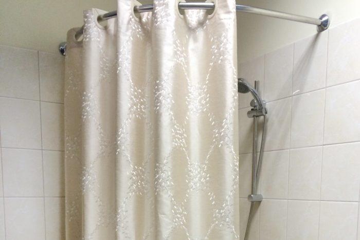 шторка в ванной комнате