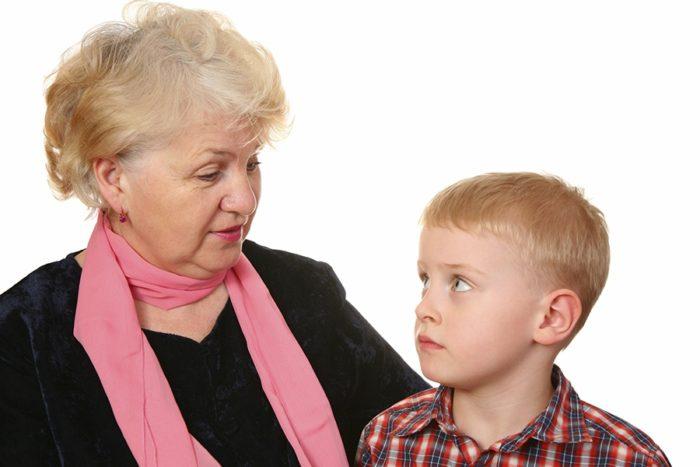 бабушка спрашивает внука о родителях