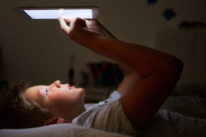 Планшет или смартфон на ночь