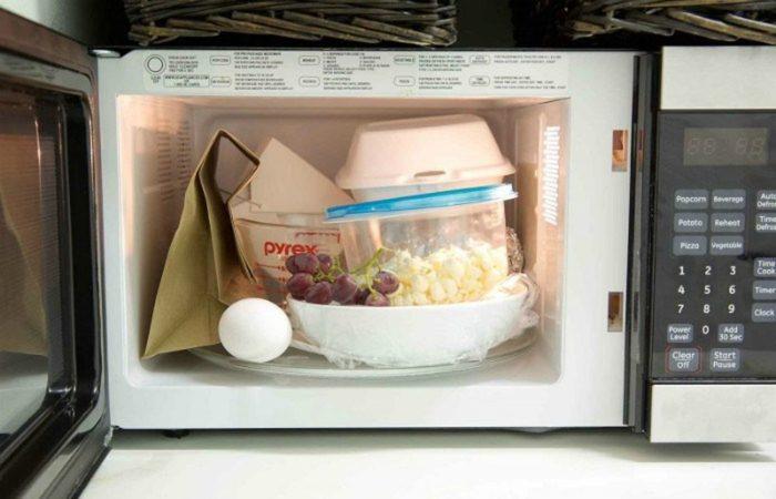 нельзя греть продукты в пластиковых контейнерах