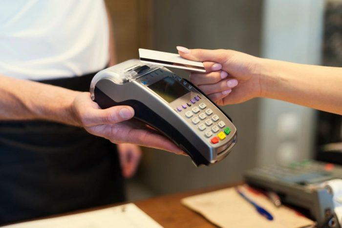 где опасно рассчитываться банковской картой