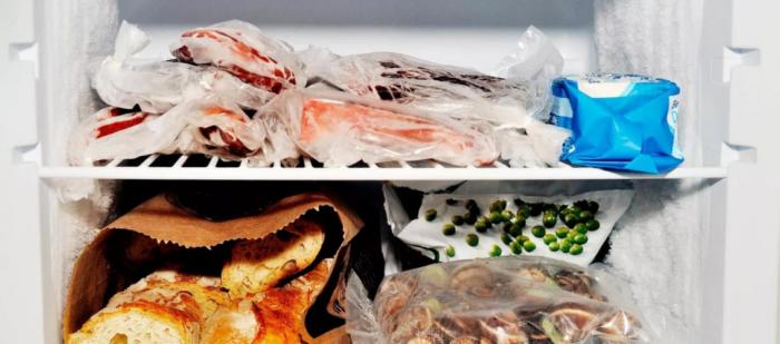 жаренные продукты и выпечка в холодильнике